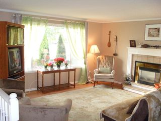 Photo 2: 1584 Mt Dufferin Crescent: House for sale : MLS®# 110192