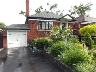 Photo 1: 193 Carmichael Avenue in Toronto: Bedford Park-Nortown House (Bungalow) for sale (Toronto C04)  : MLS®# C2951358