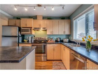 Photo 2: 302 885 Ellery Street in VICTORIA: Es Old Esquimalt Condo Apartment for sale (Esquimalt)  : MLS®# 347596