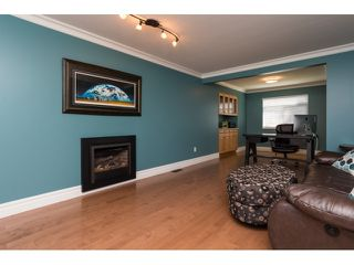 "Photo 3: 15552 VISTA Drive: White Rock House for sale in ""VISTA HILLS"" (South Surrey White Rock)  : MLS®# R2062767"