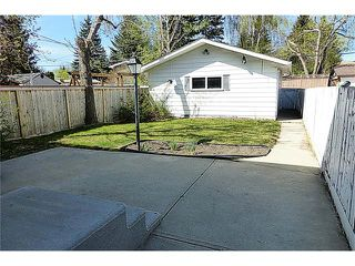 Photo 3: 11209 11 Street SW in Calgary: Southwood House for sale : MLS®# C4062440