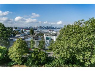 "Photo 1: 305 306 W 1ST Street in North Vancouver: Lower Lonsdale Condo for sale in ""LA VIVA PLACE"" : MLS®# R2097967"