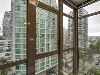 """Photo 2: 1004 819 HAMILTON Street in Vancouver: Downtown VW Condo for sale in """"819 HAMILTON"""" (Vancouver West)  : MLS®# R2105392"""