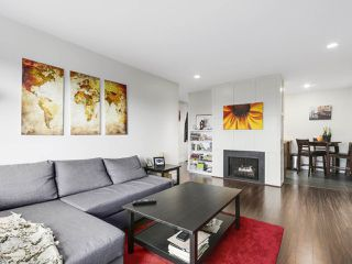 "Photo 1: 209 440 E 5TH Avenue in Vancouver: Mount Pleasant VE Condo for sale in ""Landmark Manor"" (Vancouver East)  : MLS®# R2156153"