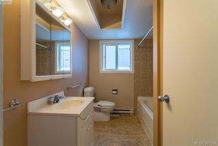 Photo 12: 1205 Parkdale Dr in VICTORIA: La Glen Lake House for sale (Langford)  : MLS®# 763951