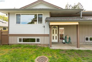 Photo 2: 1205 Parkdale Dr in VICTORIA: La Glen Lake House for sale (Langford)  : MLS®# 763951