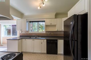 Photo 9: 1205 Parkdale Dr in VICTORIA: La Glen Lake House for sale (Langford)  : MLS®# 763951