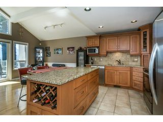 """Photo 8: 19 8590 SUNRISE Drive in Chilliwack: Chilliwack Mountain Townhouse for sale in """"Maple Hills"""" : MLS®# R2193379"""