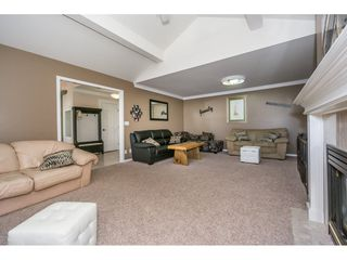 """Photo 4: 19 8590 SUNRISE Drive in Chilliwack: Chilliwack Mountain Townhouse for sale in """"Maple Hills"""" : MLS®# R2193379"""