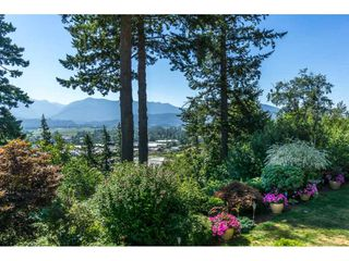 """Photo 2: 19 8590 SUNRISE Drive in Chilliwack: Chilliwack Mountain Townhouse for sale in """"Maple Hills"""" : MLS®# R2193379"""