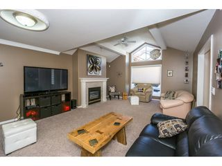"""Photo 3: 19 8590 SUNRISE Drive in Chilliwack: Chilliwack Mountain Townhouse for sale in """"Maple Hills"""" : MLS®# R2193379"""