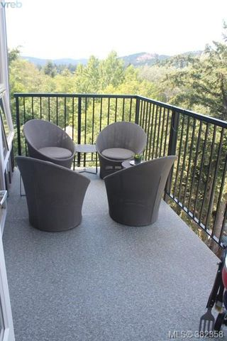 Photo 3: 410 3240 JACKLIN Rd in VICTORIA: La Jacklin Condo for sale (Langford)  : MLS®# 768266