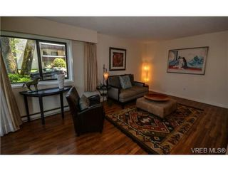 Photo 17: 101 1792 Rockland Avenue in VICTORIA: Vi Rockland Residential for sale (Victoria)  : MLS®# 324663