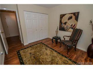 Photo 3: 101 1792 Rockland Avenue in VICTORIA: Vi Rockland Residential for sale (Victoria)  : MLS®# 324663