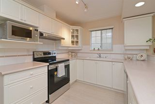 "Photo 5: 85 2979 PANORAMA Drive in Coquitlam: Westwood Plateau Townhouse for sale in ""DEERCREST"" : MLS®# R2266386"