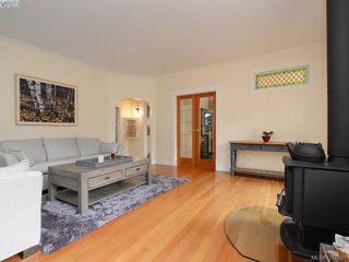 Photo 4: 2525 Scott St in VICTORIA: Vi Oaklands Half Duplex for sale (Victoria)  : MLS®# 795860