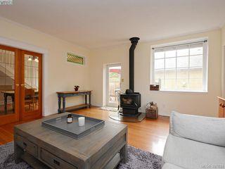 Photo 5: 2525 Scott St in VICTORIA: Vi Oaklands Half Duplex for sale (Victoria)  : MLS®# 795860