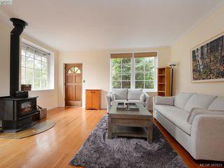 Photo 3: 2525 Scott St in VICTORIA: Vi Oaklands Half Duplex for sale (Victoria)  : MLS®# 795860
