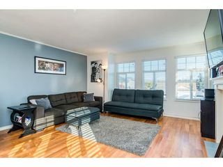 Photo 4: 26452 32A Avenue in Langley: Aldergrove Langley House for sale : MLS®# R2345094