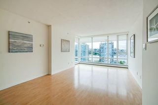 "Photo 8: 1801 1201 MARINASIDE Crescent in Vancouver: Yaletown Condo for sale in ""The Peninsula"" (Vancouver West)  : MLS®# R2373900"