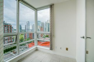"Photo 13: 1801 1201 MARINASIDE Crescent in Vancouver: Yaletown Condo for sale in ""The Peninsula"" (Vancouver West)  : MLS®# R2373900"