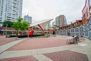 "Photo 19: 1801 1201 MARINASIDE Crescent in Vancouver: Yaletown Condo for sale in ""The Peninsula"" (Vancouver West)  : MLS®# R2373900"