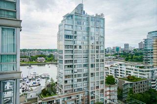 "Photo 5: 1801 1201 MARINASIDE Crescent in Vancouver: Yaletown Condo for sale in ""The Peninsula"" (Vancouver West)  : MLS®# R2373900"