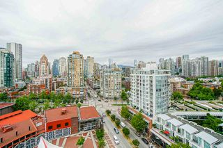 "Photo 3: 1801 1201 MARINASIDE Crescent in Vancouver: Yaletown Condo for sale in ""The Peninsula"" (Vancouver West)  : MLS®# R2373900"
