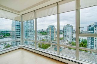 "Photo 4: 1801 1201 MARINASIDE Crescent in Vancouver: Yaletown Condo for sale in ""The Peninsula"" (Vancouver West)  : MLS®# R2373900"