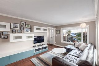 Photo 4: 176 W KINGS Road in North Vancouver: Upper Lonsdale House for sale : MLS®# R2381897