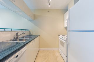 "Photo 6: 806 1331 ALBERNI Street in Vancouver: West End VW Condo for sale in ""THE LIONS"" (Vancouver West)  : MLS®# R2434955"