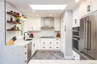 Photo 2: 2 3955 Oakwinds St in Saanich: SE Cedar Hill Row/Townhouse for sale (Saanich East)  : MLS®# 839644