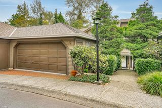 "Photo 2: 8834 LARKFIELD Drive in Burnaby: Forest Hills BN Townhouse for sale in ""Primrose Hill"" (Burnaby North)  : MLS®# R2498974"