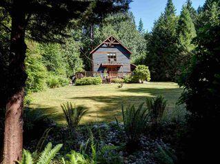 Photo 2: 3164 BEACH Avenue: Roberts Creek House for sale (Sunshine Coast)  : MLS®# R2509366