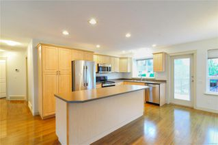 Photo 4: 2789 Denman St in : CR Willow Point House for sale (Campbell River)  : MLS®# 859259