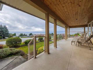 "Photo 1: 5138 RIDGEVIEW Drive in Sechelt: Sechelt District House for sale in ""Davis Bay"" (Sunshine Coast)  : MLS®# R2527271"
