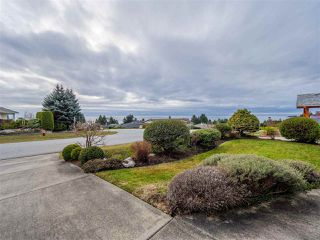 "Photo 2: 5138 RIDGEVIEW Drive in Sechelt: Sechelt District House for sale in ""Davis Bay"" (Sunshine Coast)  : MLS®# R2527271"