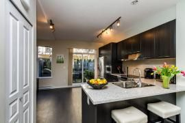 "Photo 5: 44 1338 HAMES Crescent in Coquitlam: Burke Mountain Townhouse for sale in ""FARRINGTON PARK"" : MLS®# R2048770"