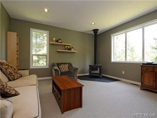 Photo 2: 636 Gowlland Rd in VICTORIA: Hi Western Highlands Single Family Detached for sale (Highlands)  : MLS®# 731685