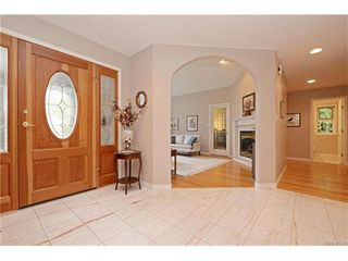 Photo 2: 2549 Annabern Cres in VICTORIA: SE Queenswood Single Family Detached for sale (Saanich East)  : MLS®# 746397