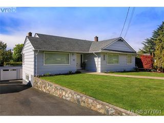Photo 2: 2025 Lansdowne Rd in VICTORIA: OB Henderson Single Family Detached for sale (Oak Bay)  : MLS®# 759045