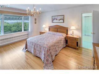 Photo 14: 2025 Lansdowne Rd in VICTORIA: OB Henderson Single Family Detached for sale (Oak Bay)  : MLS®# 759045