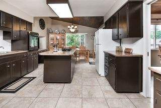 Photo 8: 2924 ROSEGLEN Court in Burnaby: Montecito House for sale (Burnaby North)  : MLS®# R2179852