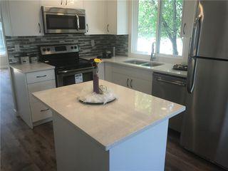 Photo 3: 6808 43 Avenue NE in Calgary: Temple House for sale : MLS®# C4125844
