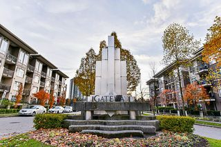 Photo 1: 402 13555 GATEWAY Drive in Surrey: Whalley Condo for sale (North Surrey)  : MLS®# R2222591