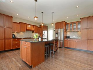Photo 6: 4959 Haliburton Terr in VICTORIA: SE Cordova Bay Single Family Detached for sale (Saanich East)  : MLS®# 786451