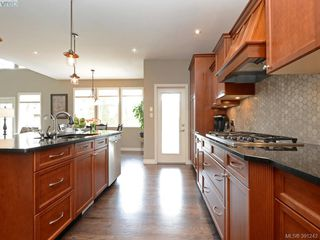 Photo 7: 4959 Haliburton Terr in VICTORIA: SE Cordova Bay Single Family Detached for sale (Saanich East)  : MLS®# 786451