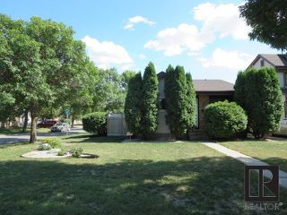 Photo 1: 202 Dunits Drive in Winnipeg: Sun Valley Park Residential for sale (3H)  : MLS®# 1819292
