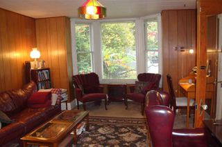 """Photo 2: 512 ST. GEORGE Street in New Westminster: Queens Park House for sale in """"QUEEN'S PARK"""" : MLS®# R2311774"""