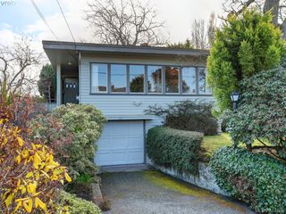 Photo 1: 821 ISLAND Rd in VICTORIA: OB South Oak Bay House for sale (Oak Bay)  : MLS®# 810352